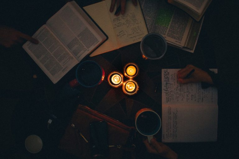 candles-dark-fire-1557251