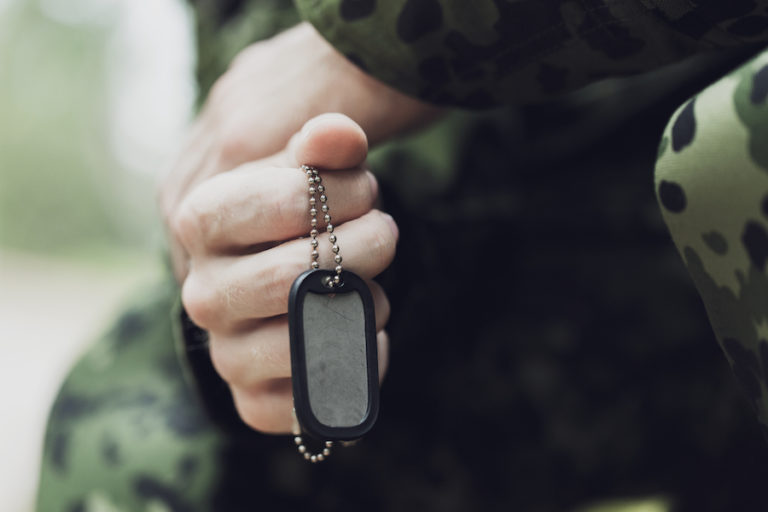 soldier hands dogtag