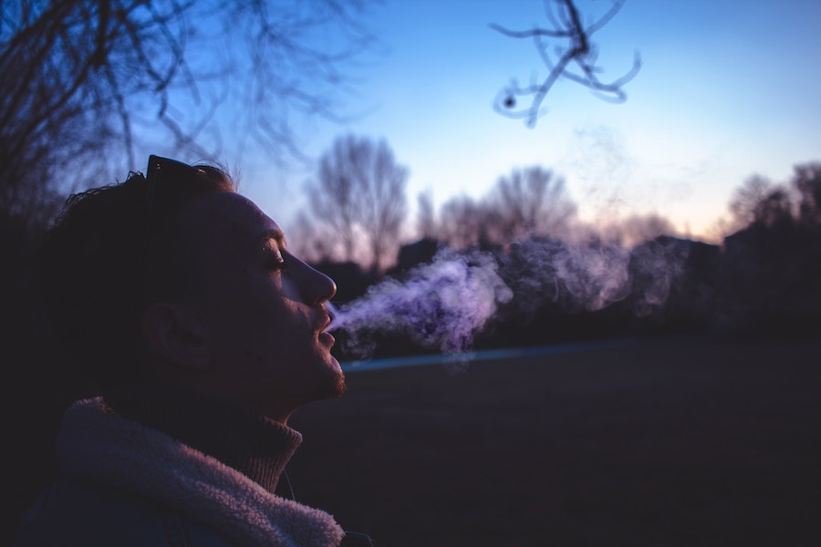 Can You Get Higher By Holding in Cannabis Smoke For a Long Time?